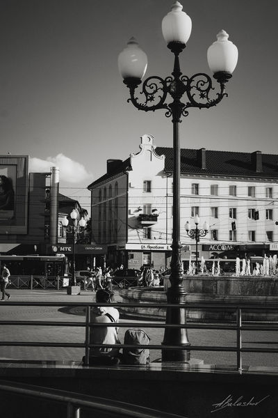 Kaliningrad Streetphotography Fujifilm X-Pro1 35mm Fujifilmru Streetphoto_bw калининград фонари площадьпобеды Кловер