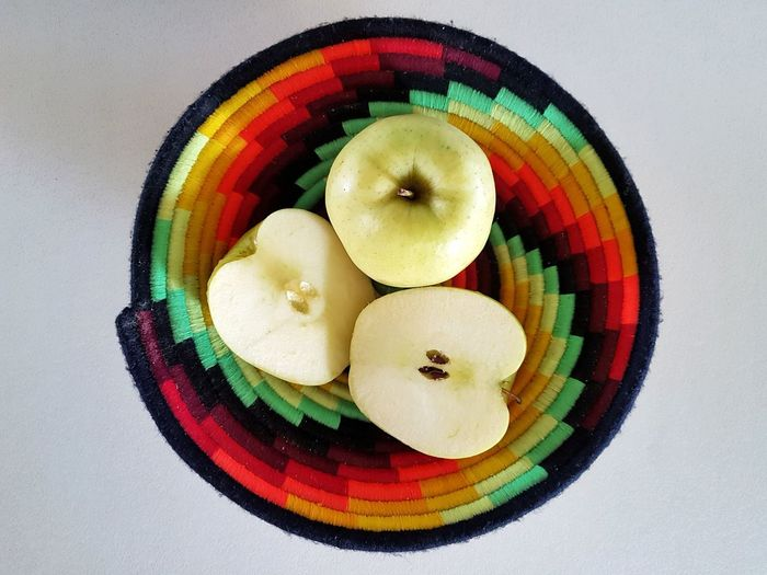 Directly Above Multi Colored Circle Food Healthy Eating Freshness White Background Apple - Fruit Green Apple Whole Apple Apple Halves Apples On The Table