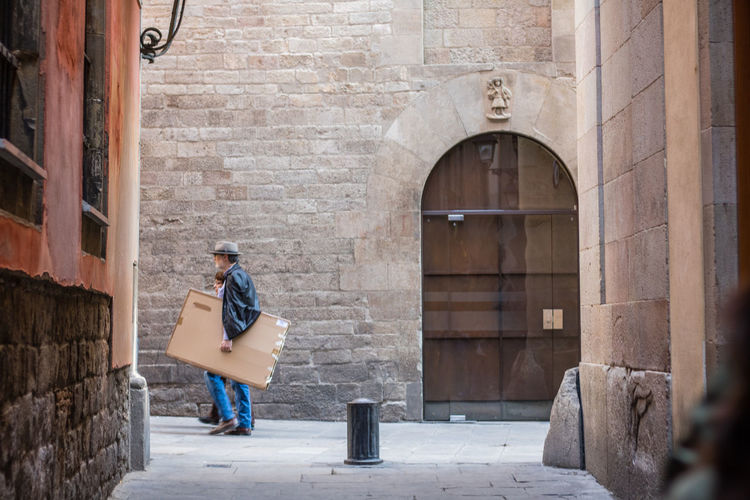 One Person Full Length Built Structure Building Exterior Arch Outdoors Adults Only Day Architecture One Man Only People Adult Young Adult Only Men Portrait Of A City Street Photography Barcelona Real People Passage Passing By Travel Destinations Barça Vacations