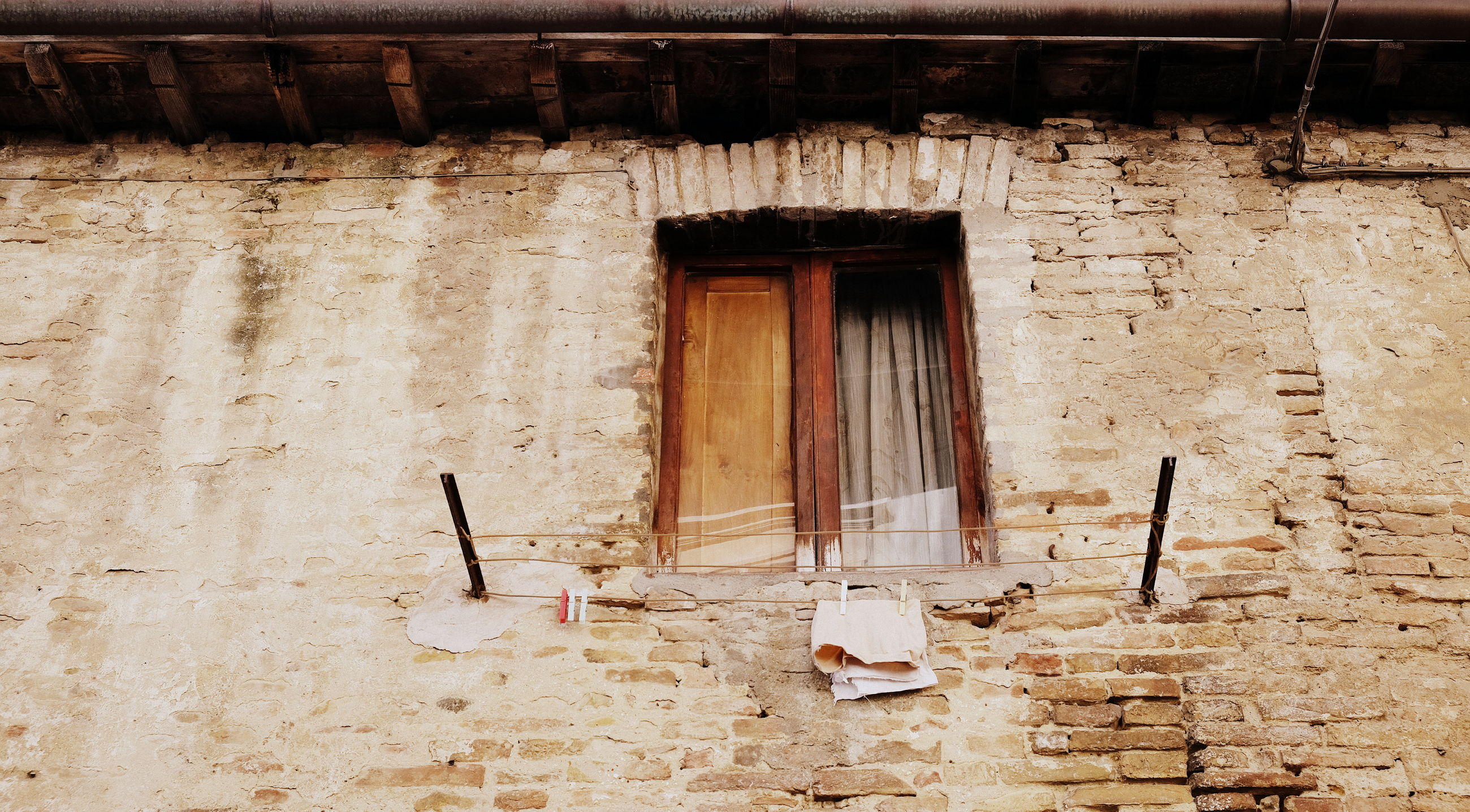 architecture, built structure, building, building exterior, day, no people, house, window, old, entrance, abandoned, wall, door, outdoors, damaged, residential district, wall - building feature, weathered, history, broken, ruined