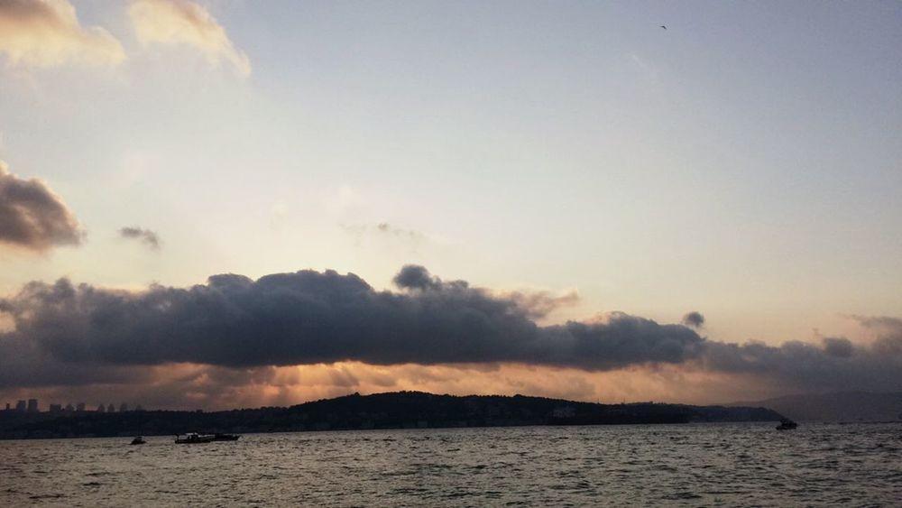 Istanbul Istanbuldayasam Deniz Gokyuzu Gok Hava Bulut Bulutlar Bulut☁ Sea And Sky Sea Clouds And Sky Cloud 🌊☁️☁️💧 Hello World Kadraj Manzara Ve Deniz Havası