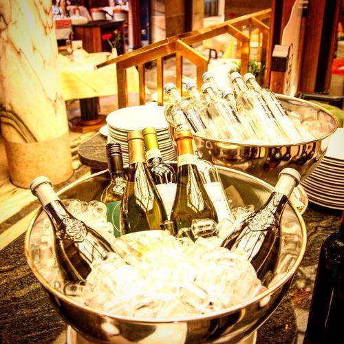Bowl Indoors  No People Large Group Of Objects Sekt Champagner Food And Drink Grand Hotel Lemeridien Crushed Ice Nürnberg Metropolregion Hauptbahnhof Nürnberg Italian Water Bottles