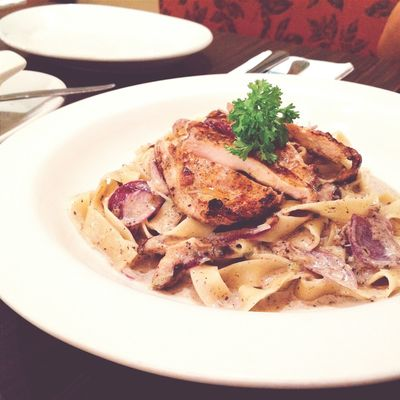Food Foodgasm Mobile Photography Mobile_photographer Italian Restaurant Italiannis Mobilephotography Foodgram Foodie Food Photography Foodphotography Food Porn Foodporn Carbonara