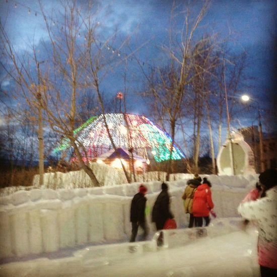 прогулка снежный городок иллюминация атмосфера