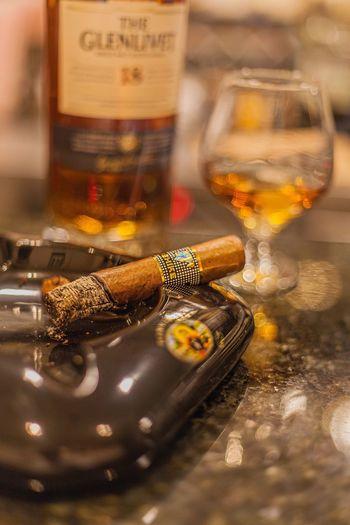 Cigar Spirits Close-up Selective Focus Gentlemanstyle Charuteiros SingleMaltWhisky Whisky Bar Behike Cohiba Cigar Cohiba
