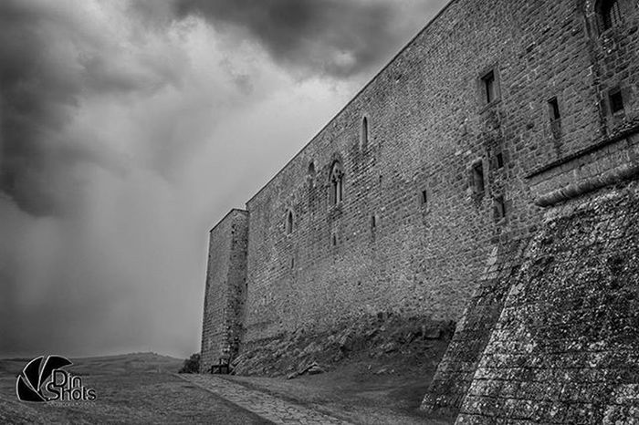 Djnshots Lagopesole Castle FedericoII Bw_photooftheday Bw HDR Panorama Instapic Picoftheday Canon Canon_photos Reflex Badwheather Clouds