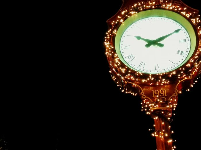 Showcase: December Vancouver BC Kerrisdale Clock Time Welcome To Black Neon Life