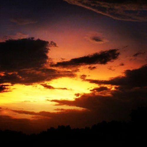 It was turning out to be a lovely evening. Yqr SK  Nature Sky sun beautiful pretty sunset skstorm skycaptures clouds cloudporn skylovers skypainters mothernature ladd00 canada explorecanada travelcanada prairielife prairies prairieskies landoflivingskies Saskatchewan sask exploresask reginask
