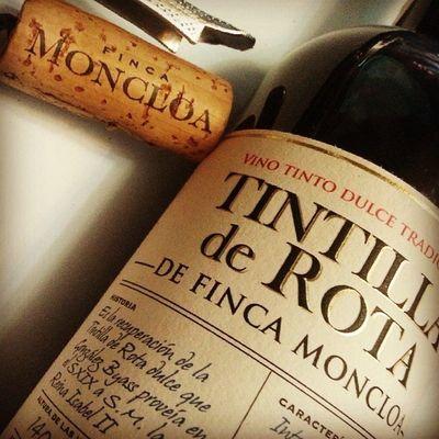 Notasfincamoncloa Catafincamoncloa igual que en el Arboldelaciencia descorchar un vino es entrar en un mundo de placer, de Experiencias y porque no, de conocimiento.