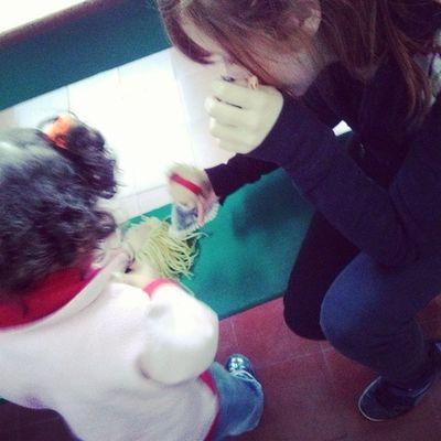 La colorada jugando a las muñecas con mi primita hoy jajajjajaja