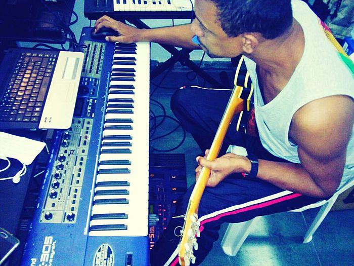 Produção musical é uma paixão que pratico há 25 anos e apesar do desgaste mental que causa, me sunto realizado quando finalizo e vejo os resultados e areacão das pessoas. Music Musical Production Music Revolution Brasil Estudio SauloValley Freguesia