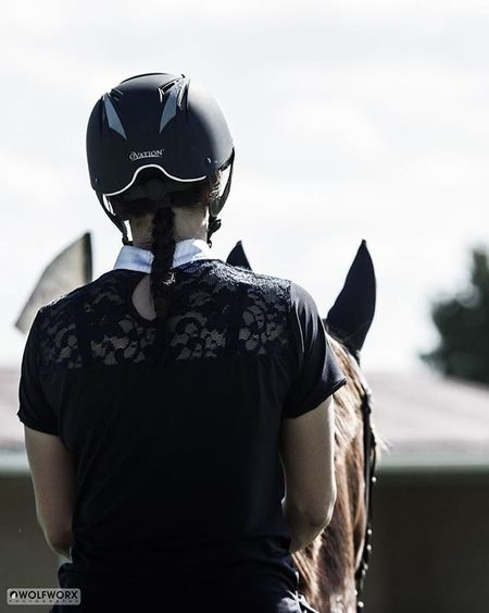 Equestrian Showjumping Showjumper Horse Equine Chestnut Lacey Style Stylish Ears Alert Rider Riding Flag Helmet Horsesofinstagram Horseshow Horses_of_instagram Horsestagram Instahorses Ilovemyhorse Beautiful Pretty