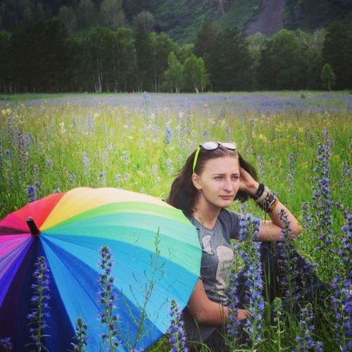 Нашли замечательное поле с цветочками) Горный_Алотай горы радуга зонтик хорошеенастроениехорошийденьуменясегодняполецветы
