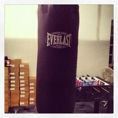 Als geilste Firma der Welt, gibt es bei uns natürlich auch noch einen Boxssack!!