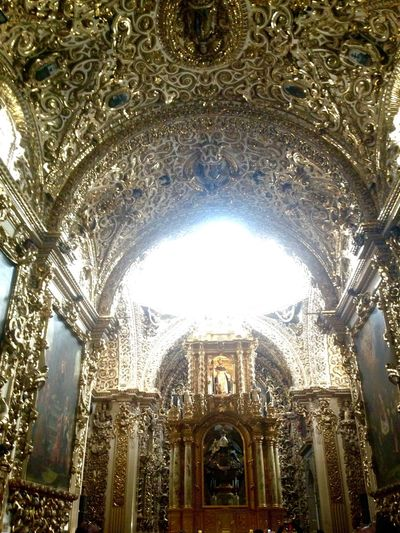 The Chapel of our lady of the Rosary, is attached to the temple of Santo Domingo. Work of the seventeenth century, was described as the House of Gold as well as the eighth wonderful of the world Praising The Lord Discovering Great Works Mexican Style Mexican Culture Cityscapes Church Historic Building Architecture Gold Discover Your City