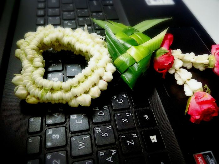 Computer Notebook Keyboard No People Flower Collection Flowers :) Flower LoveFlowers🌸 Indoors  Freshness Food And Drink Food Healthy Eating Flower Garland