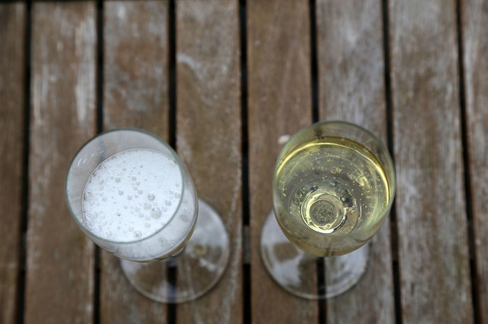 Bubbles Champagne Champagne Glasses Sektglas Champagne Flute Close-up Day Drink Food And Drink High Angle View Indoors  No People Overcast Sekt Sektgläser Table Wood - Material