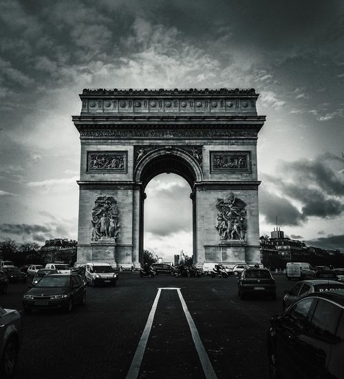 Le Arc City Triumphal Arch Arch Cultures Monument Sky Architecture Built Structure Cloud - Sky Avenue City Gate Historic Road Intersection Urban Road History City Street Statue Historic Building