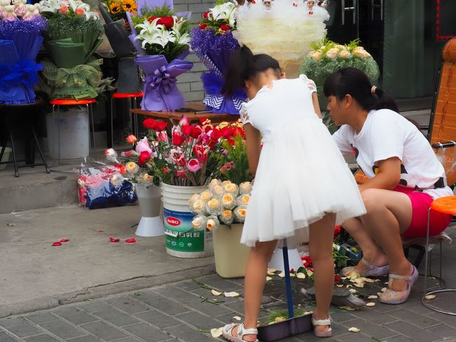 Flower Market Asian Woman Environmental Portraits Flower Market Making A Living Valentine's Day  Xi'an China Adult Beautiful Bouquet Bouquet Child Females Floral Arrangements Flower Flower Arrangement Flowering Plant Outdoors People Retail  Street Photography Street Vendors Urban Photography Young Girl
