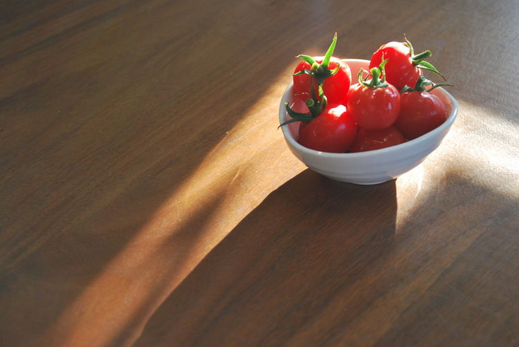 Focus Objects Delicious Food Food Healthy Eating Light And Shadow Morning Light Petit Tomatoes Ready-to-eat Red Ruby Table Tomatoes
