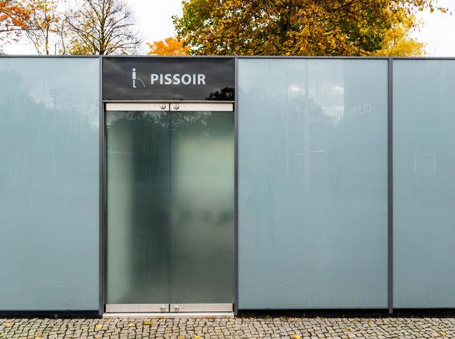 Architecture City Day Healthcare And Medicine Klo No People Outdoors Pissoir Public Restroom Text Toilet Toilette öffentliche