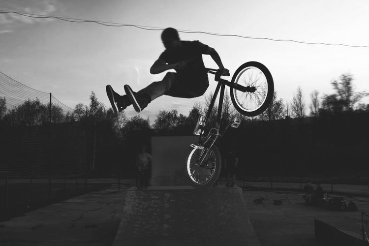 Activity Adventure Bicycle Bmx Cycling Cycling Danger Day Extreme Sports Full Length Jumping Leisure Activity Lifestyles Men Mid-air Motion Mountain Bike One Person Outdoors Real People Riding RISK Silhouette Skill  Sport Stunt