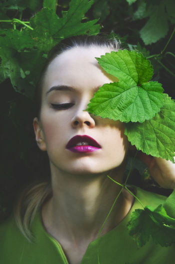 Girl with leaf Green Green Color Portrait Of A Woman Art Beatiful Girl Beauty Beauty In Nature Blonde Girl Day Fashionmodel  Leaf Nature Naturelovers One Person Outdoors Photoart Photography Photooftheday Pink Lipstick  Plant Portrait Portrait Photography Portraitphoto Young Adult Young Women