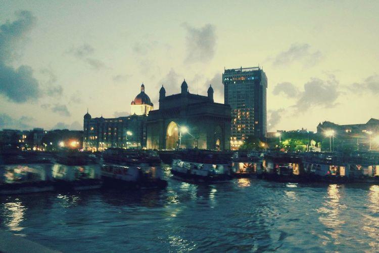 Cities At Night MumbaiDiaries Gateway Of India Lights And Shadows Peace ✌ Mumbai Cityneversleeps