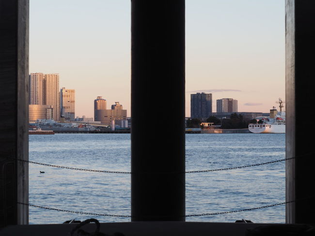 Frame In Frame Waterscape Cityscape From My Point Of View Capture The Moment Skyline Buildings Ship Getting Inspired Composition Light And Shadow Lines 日の出桟橋 Tokyo,Japan パッとしない風景だったけど、こういう切り取り方は面白いかもと撮ってみました。機会あればランドマーク的な建物入れてこんな感じで撮ってみたい。