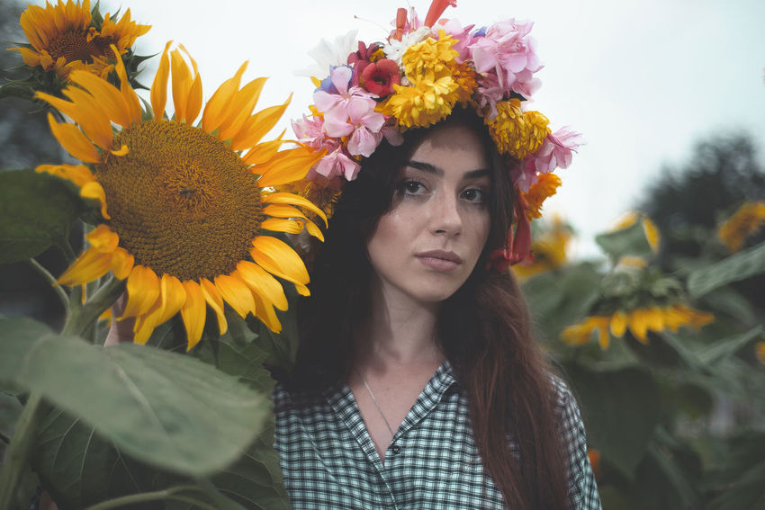 Leluka Flower Flowering Plant Portrait One Person Front View Plant Young Adult Headshot Leisure Activity Looking At Camera Lifestyles Real People Freshness Nature Beauty Women Young Women Adult Beautiful Woman Flower Head Wearing Flowers Hairstyle Outdoors Sunflower
