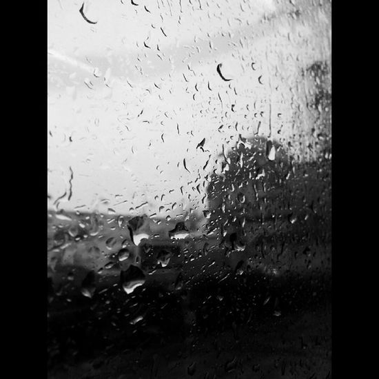 Dışarıya yağmur, yüreğime hasret, fikrime sen. Nasıl yağıyorsunuz üçünüz birden bir bilsen. Cemalsureyya Istanbul Rain Tophane gunaydin