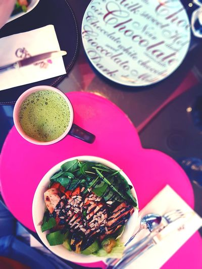 Fill your life with the green goodness of matcha and of course a great chicken protein bowl. 🍽🍵🥗💚 #sweetpotato #quinoa #chicken #chiaseeds #restaurant #photography #husband #EyeEmNewHere #beautiful Matcha Tea High Angle View Sweet Food