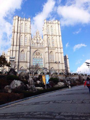 Kyung-hee University Taking Photos Enjoying Life