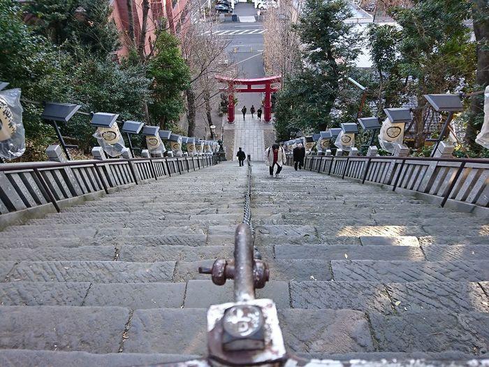 傾斜角40度、86段の石段。標高25.7mで自然の山としては東京23区内最高峰 愛宕山 愛宕神社 Japanese Shinto Shrine Stairs EyeEm Best Shots Xperiaxz Outdoors Day