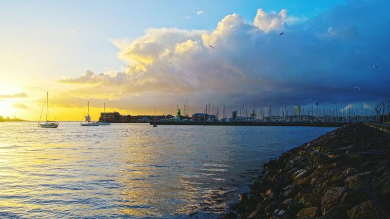 Just before the storm Constrast Sky Lovers Skyporn Fireysky Portsmouth Pastel Power Portsmouth Harbour England🇬🇧 Uk Boats⛵️ Showcase: February