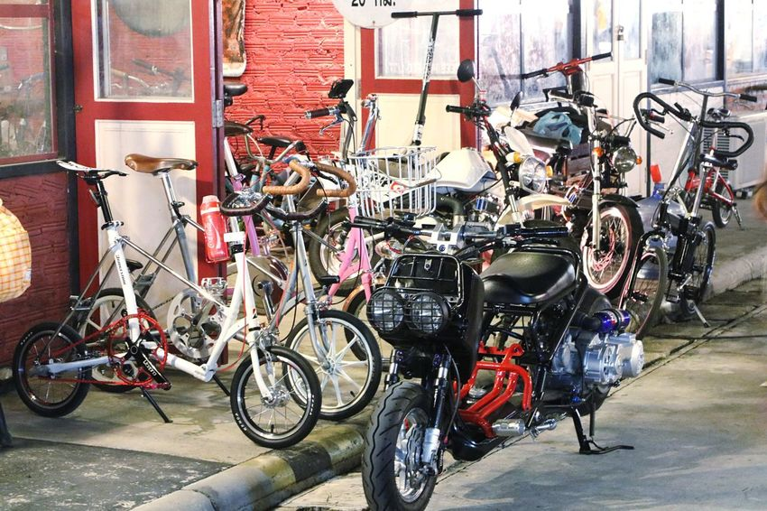 Bicycle Transportation Mode Of Transport Stationary Land Vehicle Motorcycle No People Customized Day Outdoors Tire Bicycle Shop Secondhand