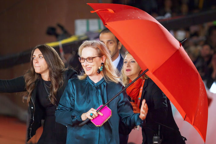 Rome, Italy - October 20, 2016. The actress Meryl Streep on the red carpet at the Rome Film Festival, with the open umbrella to a light rain. At the Auditorium Parco della Musica. Actress Celebrities Famous People Merylstreep Rain Red Carpet Rome Film Festival Umbrella News Scenic Streep Meryl Actor Red Carpet Event