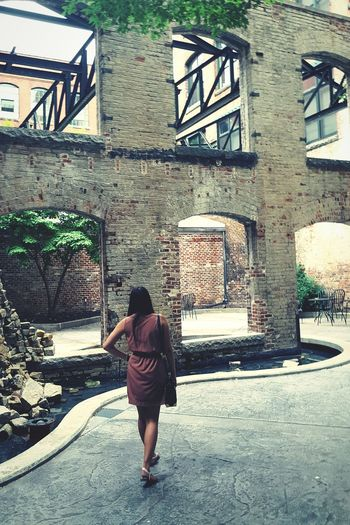 Cityexploring One Person Architecture Building Exterior Old Buildings Courtyard  Richmond, VA Day