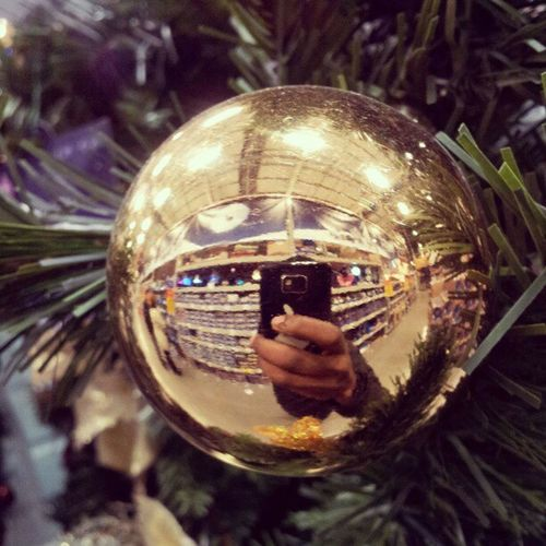 It's getting to that time of year guys >___< can feel it in my baubles! Christmas Decorations Tree HolidaysAreComing Baubles