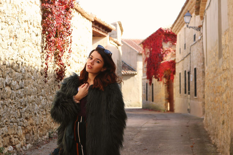 Autumn Mood One Person Architecture Built Structure Young Adult Building Exterior Young Women Clothing Warm Clothing Front View Standing Winter Women Portrait Adult Lifestyles Beautiful Woman Beauty Leisure Activity Outdoors Hairstyle Scarf Urueña SPAIN Fall The Modern Professional International Women's Day 2019 The Portraitist - 2019 EyeEm Awards The Traveler - 2019 EyeEm Awards