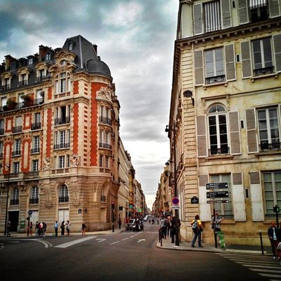 Rues et Immeubles parisien #Paris #igersparis Igs_photos Urm_feature Ig_photoflair Ig_europe Splendid_shotz Ig_france Thebestphotographers Citybestpics Decisive_instant Street_series Paris Photowonderful Igersfrance Igersparis Streetphotographer Allshots_ Stunning_shots
