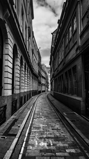 Black & White Cityscape EyeEm EyeEm Best Edits EyeEm Best Shots EyeEmBestPics London Architecture Black And White Photography Blackandwhite Building Built Structure City Cloud - Sky Day Diminishing Perspective Eyeemphotography Outdoors Residential District Sky Street The Way Forward