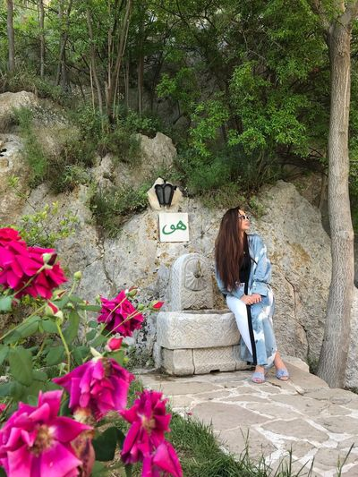 Herzegovina 🌺 Woman Dervish Buna Bosnia And Herzegovina Herzegovina Blagaj Sunglasses Blue Shades Long Hair Style Fashion Roses Woman Nature Plant Real People Growth Full Length Nature Lifestyles Flowering Plant Flower Women People Beauty In Nature Sunlight Green Color