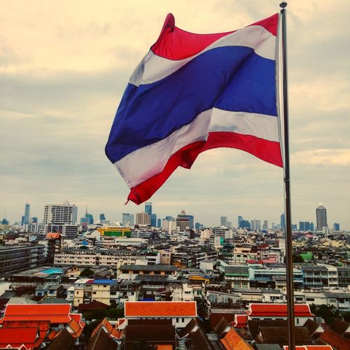 Bangkok Thailand Hello World Thai Architecture Rooftop Architecture Travel Photography Streetphotography Travelshots Street Spires Traveltheworld Everydayasia Cityscape Southeast Asia Flags In The Wind