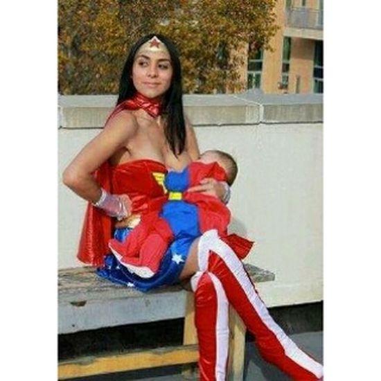 Wonder Mother Mother Wonderwoman Amamentação Bebe baby dccomics cosplay