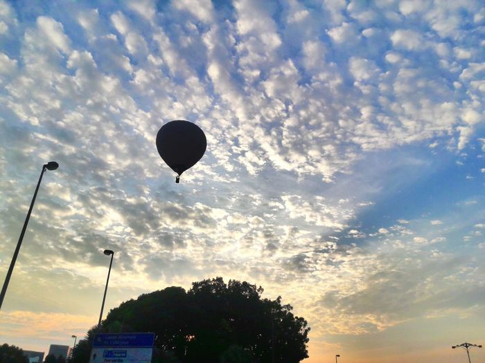 Hot Air Balloon Sky Cloud - Sky Flying Beauty In Nature Mid-air Low Angle View Sunrise