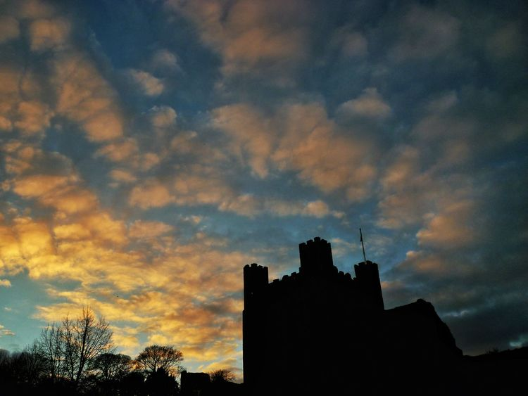 Rochester Castle. Sunset Sky Silhouette Cloud - Sky Beauty In Nature Architecture Outdoors Rochester Rochester Castle Castle Castle Ruin Castle View