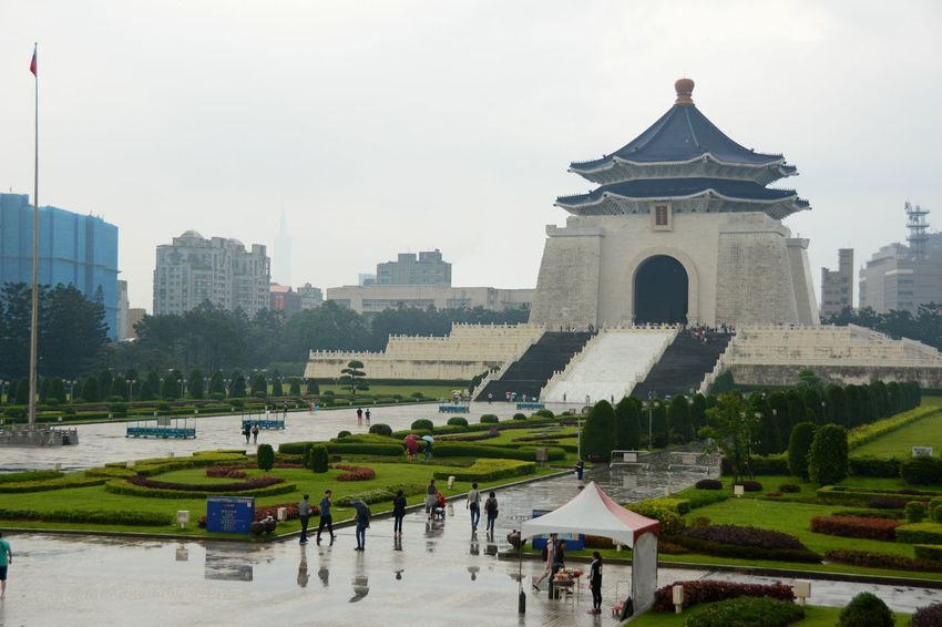 Chiang Kai-shek Memorial Hall The Week On EyeEm Architecture Building Exterior Built Structure Day Flag History Taipe Photography Travel Destinations