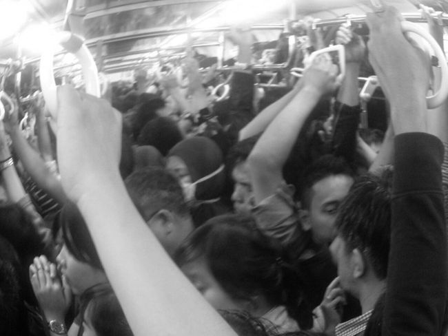 d Crowd over d Commuter Train ... Eye For Photography Black & White