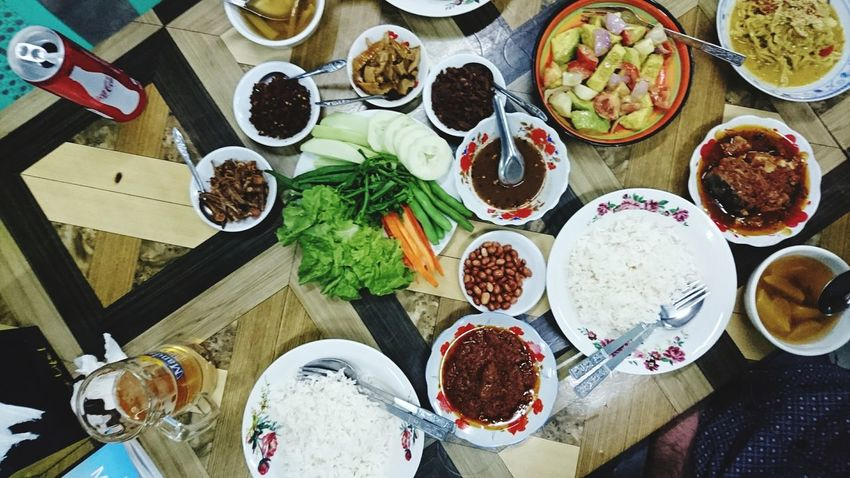 I love Burmese food. A lot of different taste and smell in one meal. Silvia In Myanmar Foodphotography Myanmar Dinner Time Discovering Places